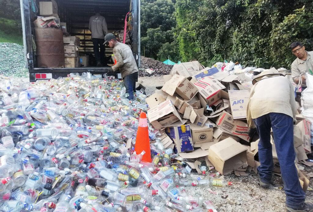 reciclaje-industrial-de-papel,-carton,-metal-y-vidrio-ecocircula